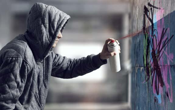 vandale-verschmutzung-graffiti-sprayer